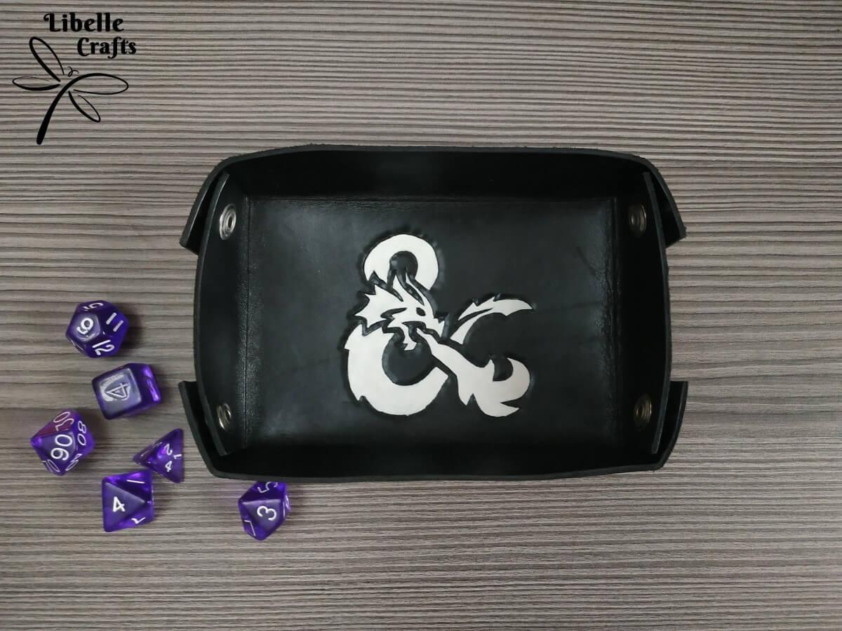 Dungeons and Dragons kockadobó tálca